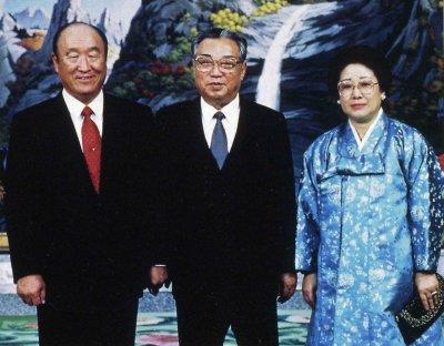 文鮮明師夫妻と金日成主席(1991年12月6日、北朝鮮・麻田主席公館)... 世界基督教統一神霊